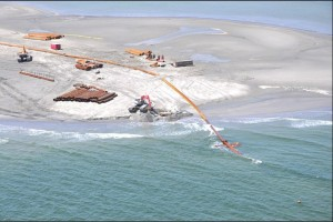 Construction d'une digue de sable en Louisiane © Western Carolina University