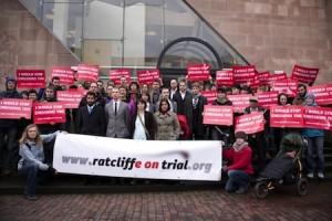 manifestation de soutien aux militants écologistes poursuivis en Grande-Bretagne ©ratcliffeontrial.org