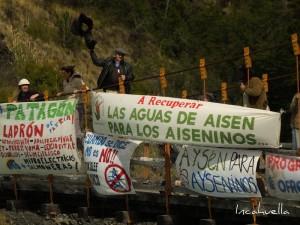 Manifestation contre un projet de barrages en Patagonie © Incahuella