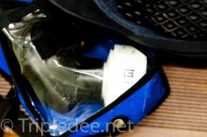 Dans son étui, le masque de respiration, qui n'est utilisé qu'en cas d'alerte © Denis Delbecq