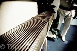 maquette d'un assemblage de combustible. La matière nucléaire est placée dans ces crayons gainés de métal © Denis Delbecq