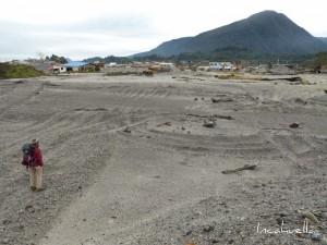 Il y a trois ans, Chaitén a été dévastée par une pluie de cendres. Les vestiges sont toujours là © Incahuella