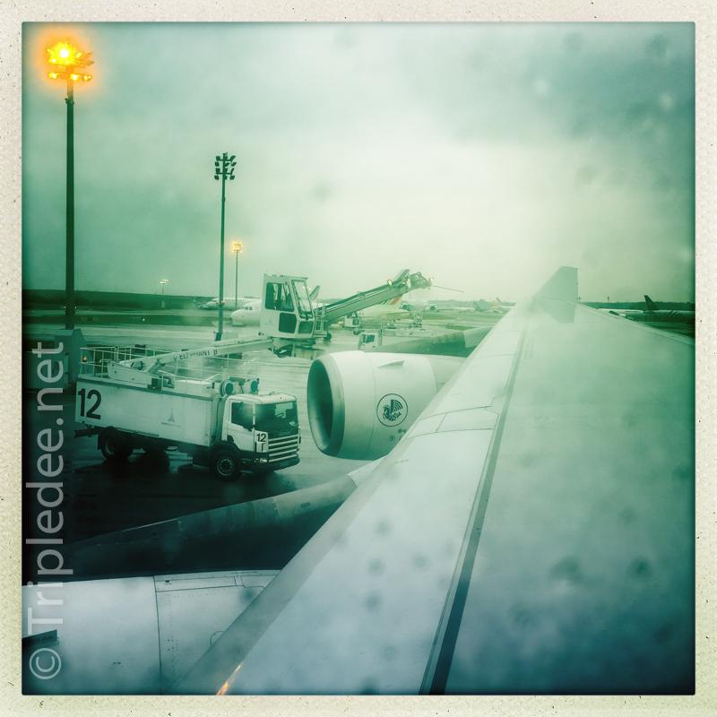 C'est en prenant l'avion, avec des personnes malades, que le virus a conquis la planète © Denis Delbecq
