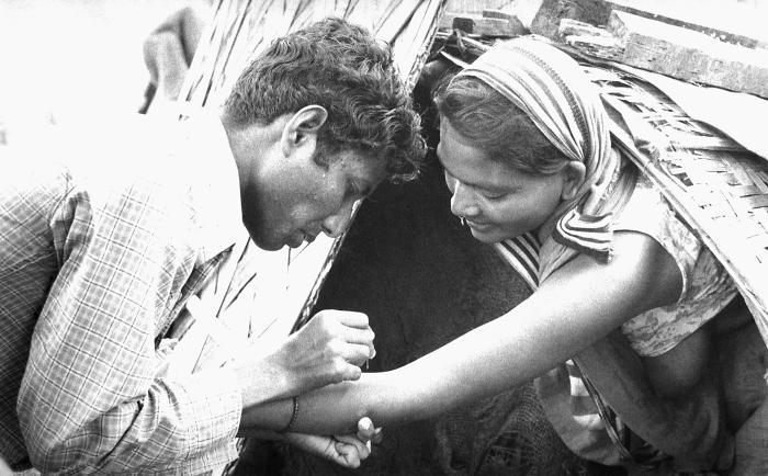 Vaccination contre la variole - CDC/ World Health Organization; Stanley O. Foster M.D., M.P.H